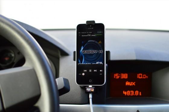Aktive iphone 5 KfZ Autohalterung und AUX Ausgang
