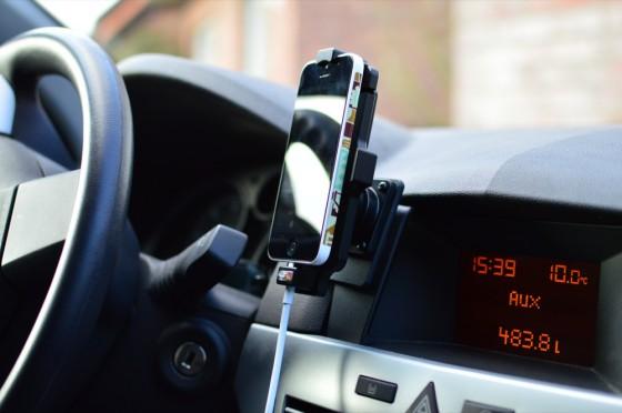 Aktive iphone 5 Autohalterung mit AUX Ausgang