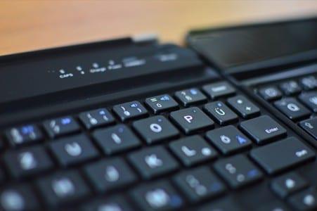 vergleich-ipad-mini-bluetooth-tastatur-cover-5.2-anker